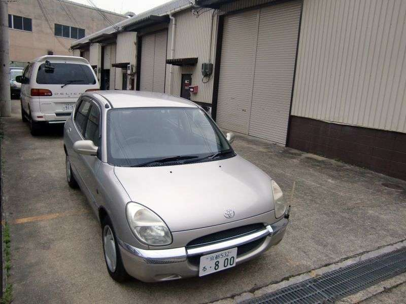 Toyota Duet 1st generation hatchback 1.0 AT (2000–2001)