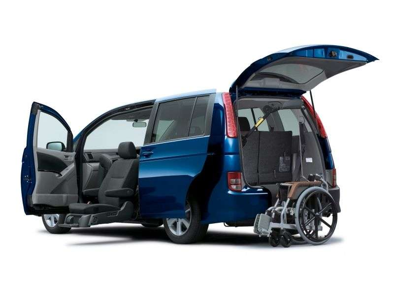 Toyota ISis 1st generation minivan 2.0 CVT (2004–2007)
