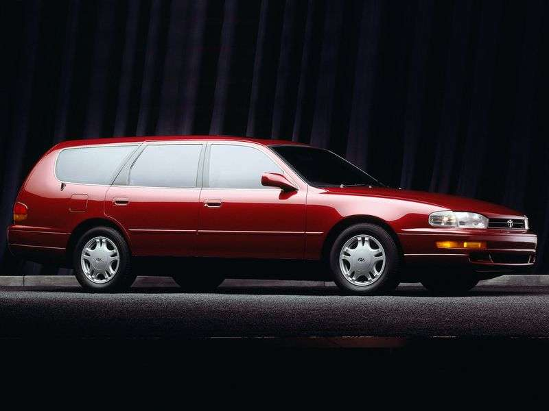 Toyota Scepter 1st generation wagon 2.2 AT (1992–1996)
