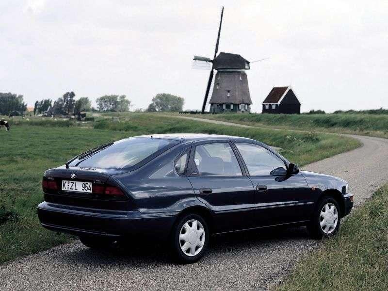 Toyota Corolla E100liftback 2.0 D MT (1994–1992)