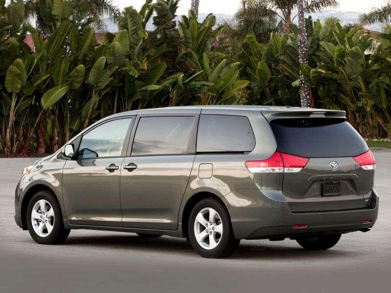 5 drzwiowy minivan Toyota Sienna 3. generacji 2,7 AT (2011 do chwili obecnej)