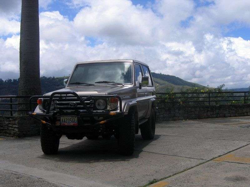 Toyota Land Cruiser J70 [2nd restyling] J71 SUV 3 dv. 3.4 MT (1999–2007)
