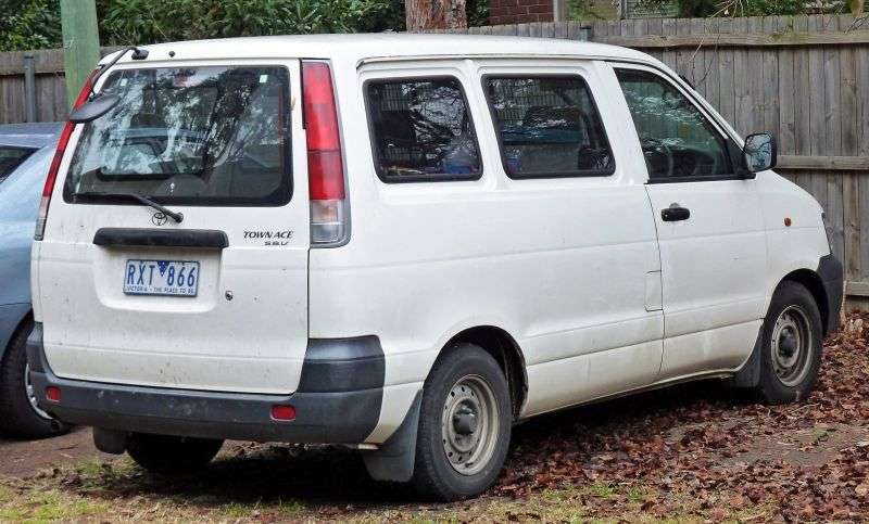 Toyota Town Ace 4 generation minivan 1.8 AT (1996–1998)