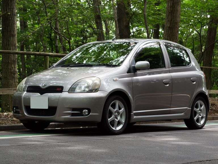 Toyota Vitz XP10 [restyling] RS hatchback 5 dv. 1.5 MT (2001–2005)
