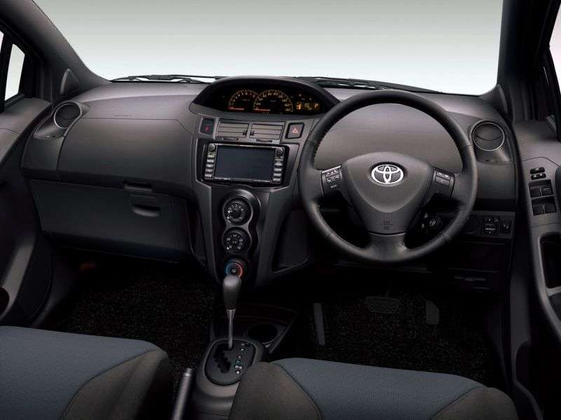 Toyota Vitz XP90RS Hatchback 1.3 MT (2005–2007)