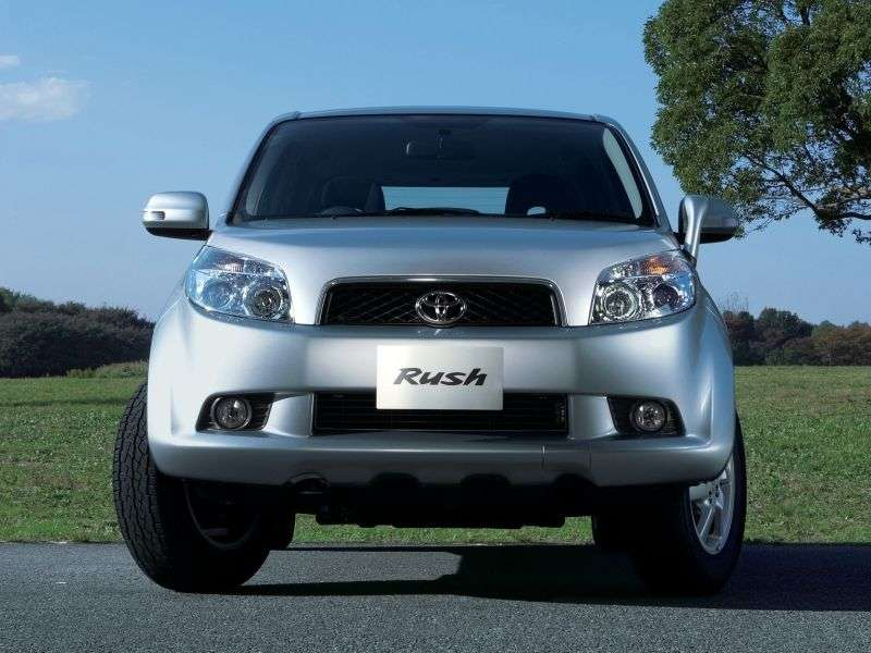 Toyota Rush 1st generation crossover 1.5 AT 4WD (2006–2008)