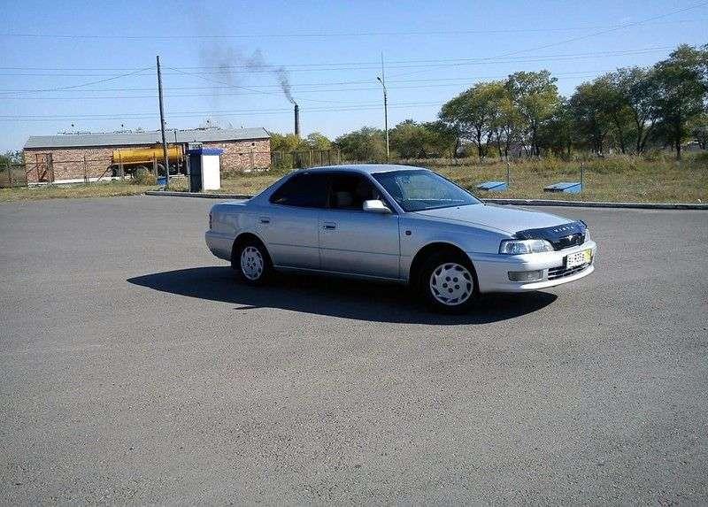 Toyota Vista V40sedan 2.0 AT (1994–1998)