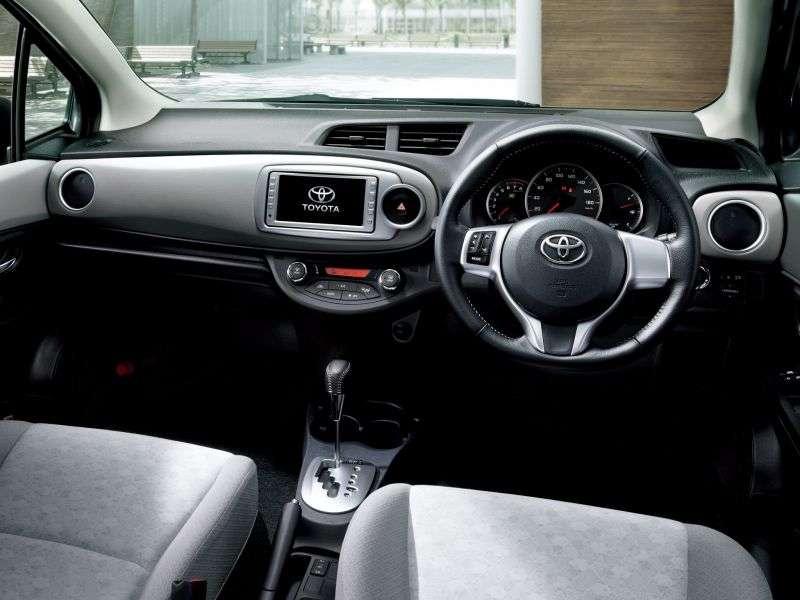 Toyota Vitz XP130hetchbek 1.5 CVT (2010 – v.)