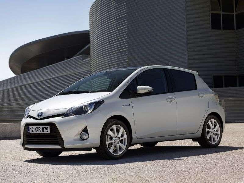 Toyota Yaris UHybrid hatchback 5 dv. 1.5 MultiDrive S (2011 – current century.)