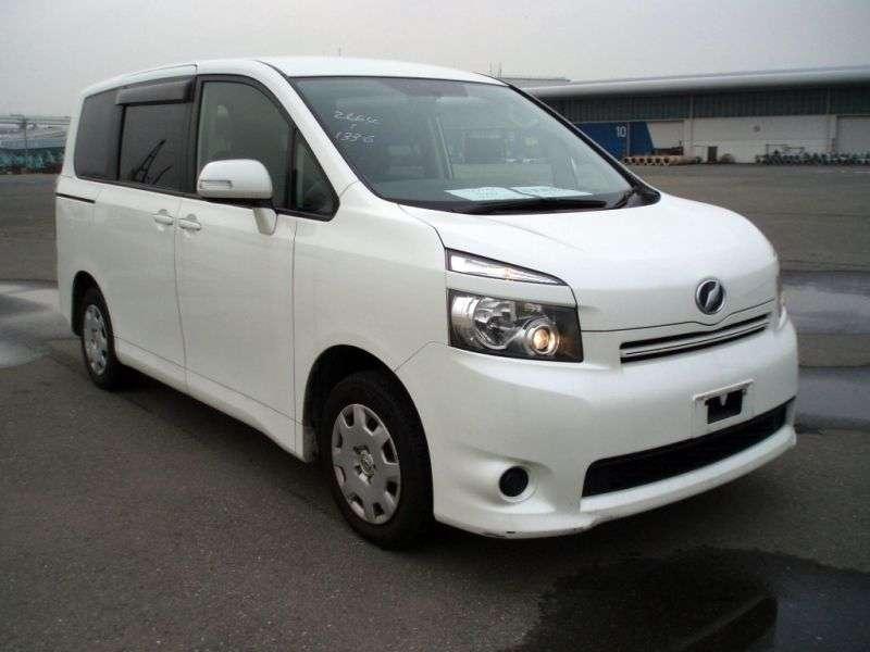 Toyota Voxy 2nd generation minivan 2.0 CVT (2007 – n.)