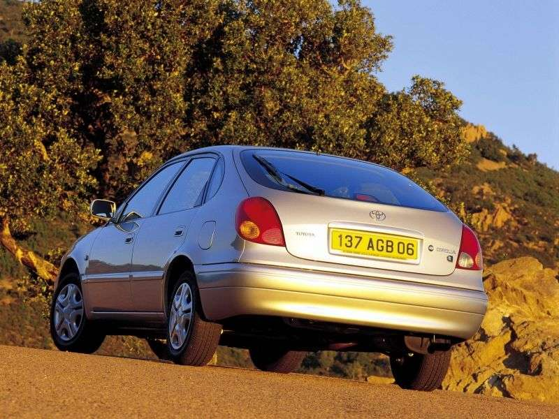 Toyota Corolla E110 [restyling] liftback 1.6 MT (2000–2002)