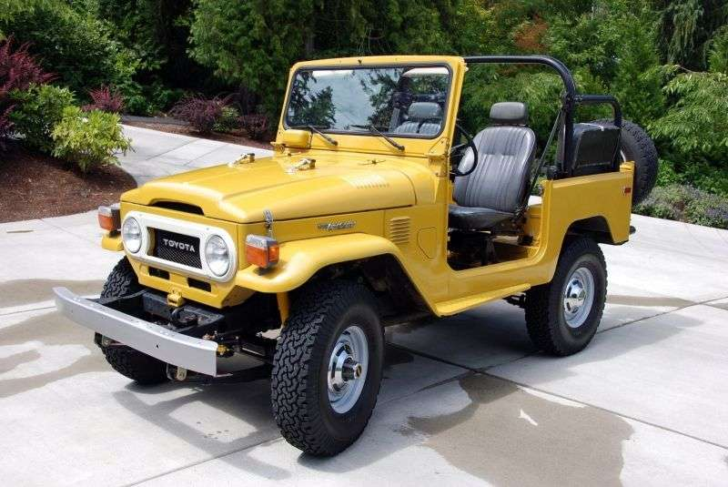 Toyota Land Cruiser J40 / J50FJ40 2 door convertible. 3.9 MT AWD (1960–1970)
