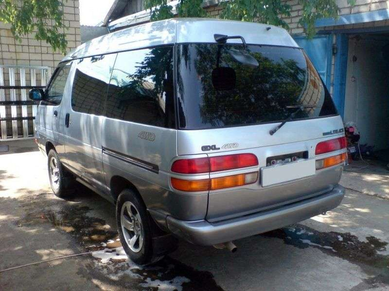 Toyota Lite Ace 4th generation minivan 2.2 TD AT 4WD skylight roof (1993–1996)