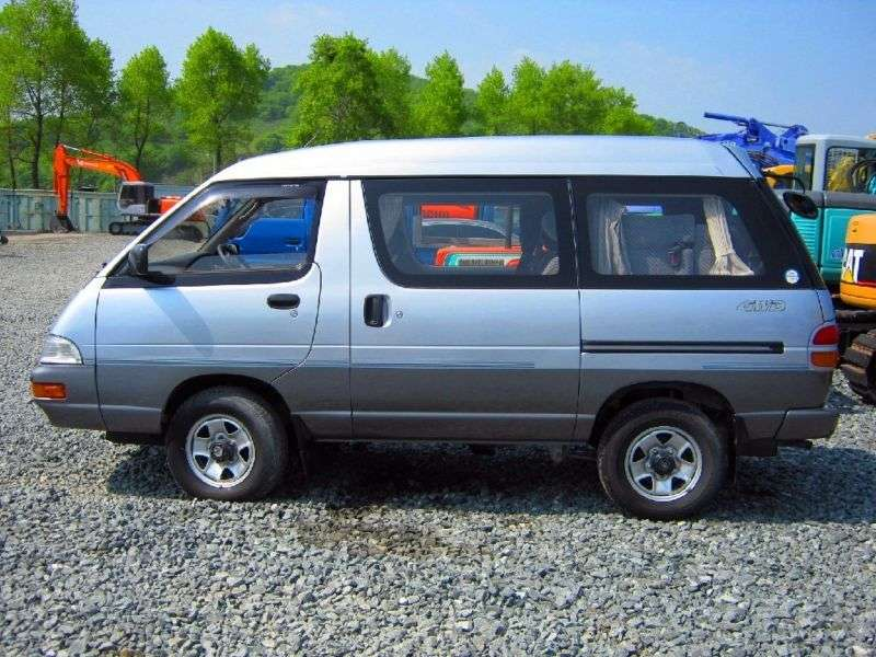 Toyota Lite Ace 4th generation minivan 2.0 TD AT skylight roof (1992–1993)