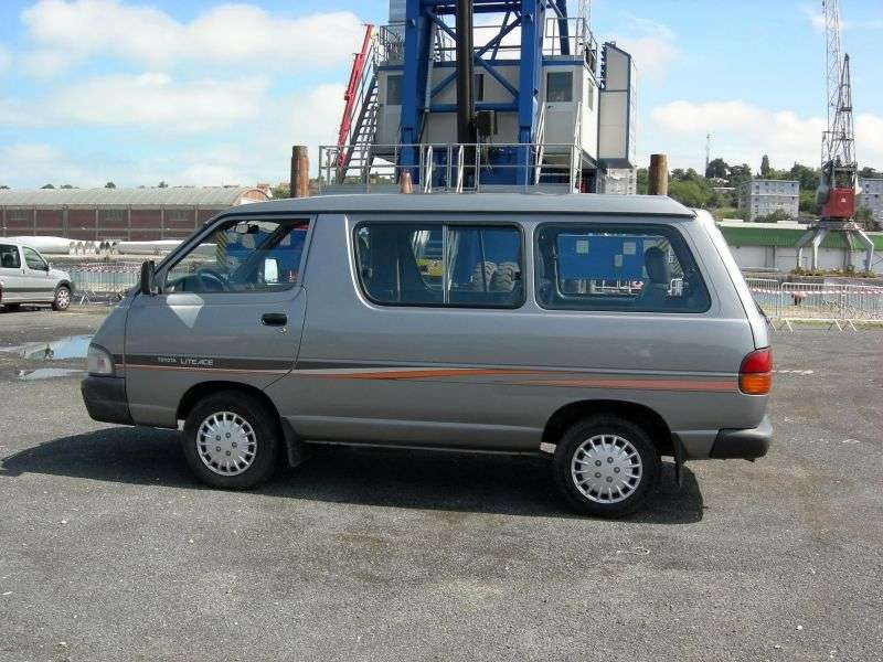 Toyota Lite Ace 4th generation van 2.2 TD MT extra high roof (1993–1996)