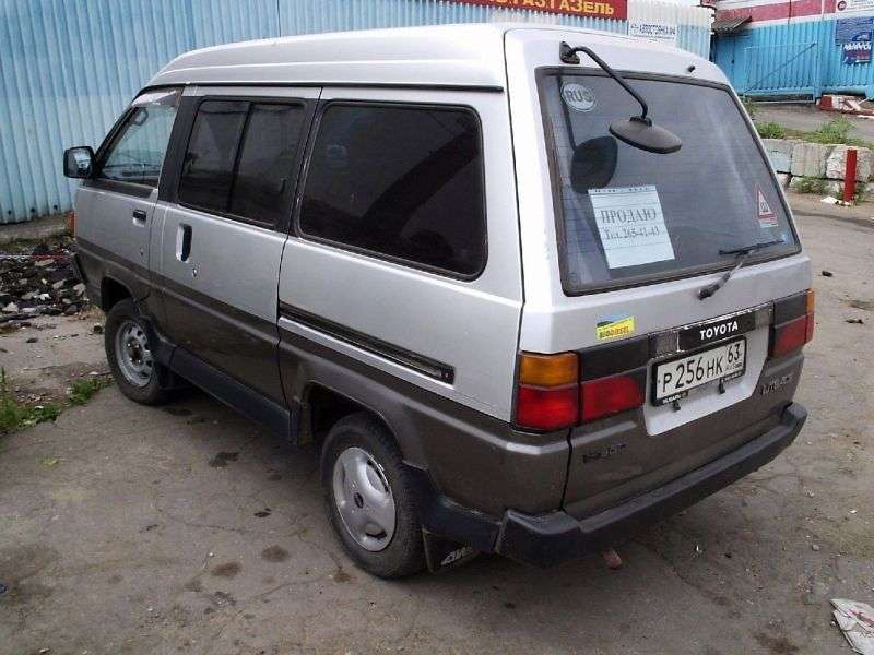 Toyota Lite Ace 3 generation minivan 1.8 MT skylight roof (1986–1990)