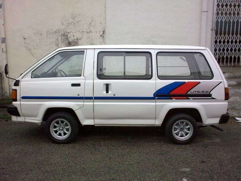 Toyota Lite Ace 3 generation van 2.0 AT AWD high roof (1986–1990)