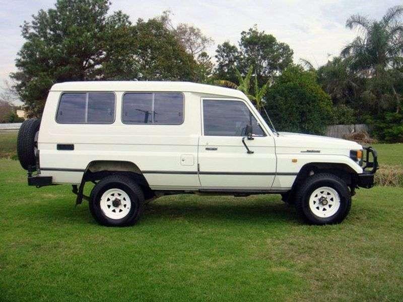 Toyota Land Cruiser J70 [restyling] J78 SUV 3 dv. 4.2 D MT (1990–1999)