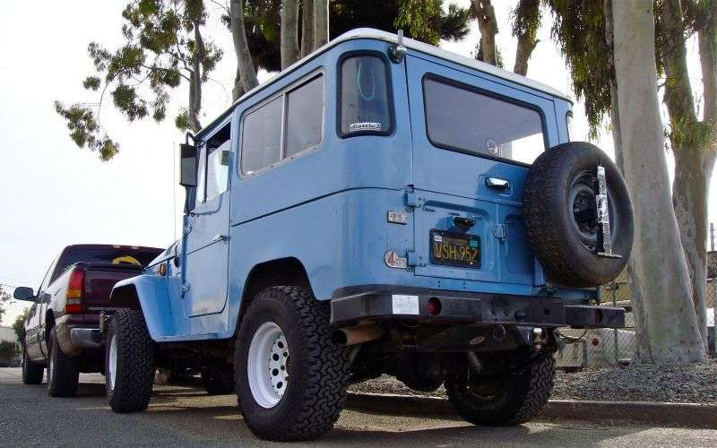 Toyota Land Cruiser J40 / J50FJ40 SUV 3 dv. 3.2 D MT AWD (1974–1984)