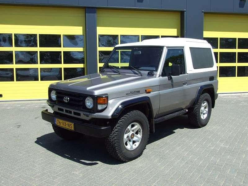 Toyota Land Cruiser J70 [2nd restyling] J74V SUV 3 bit. 3.4 MT (1999–2007)