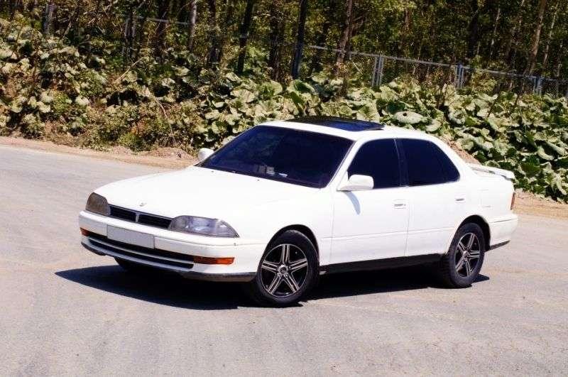 Toyota Camry V30sedan 2.0 V6 MT (1990–1992)
