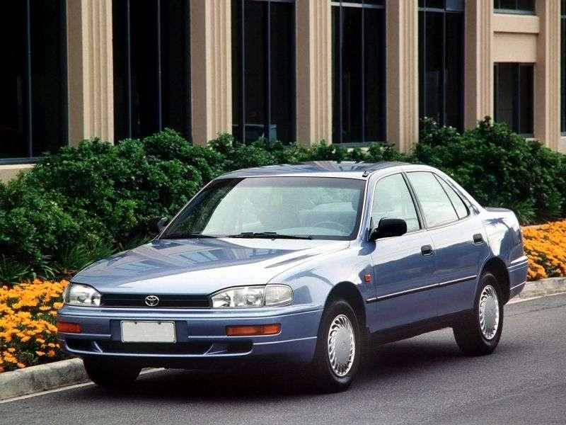 Toyota Camry XV10 Sedan 2.2 AT Overdrive (1991–1994)