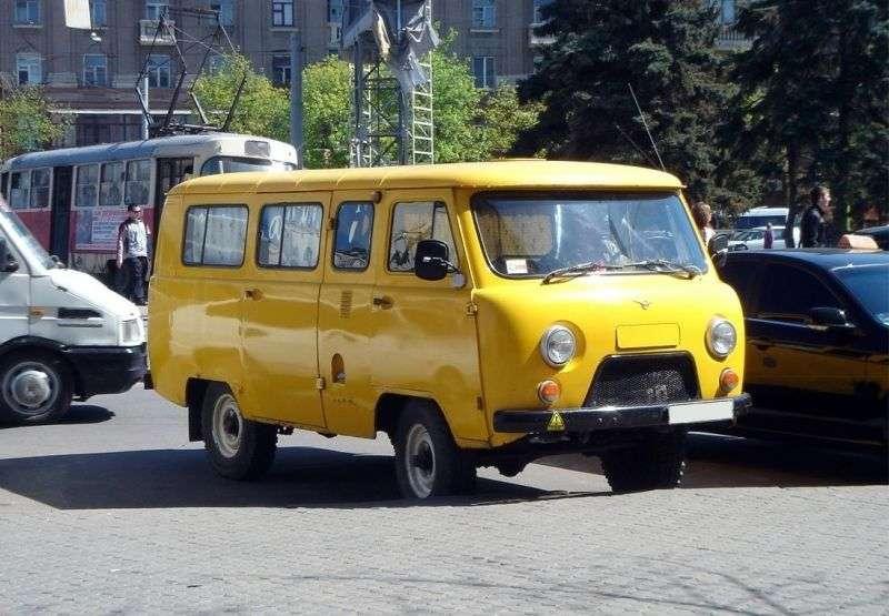 UAZ 452 2nd generation 2206 minibus 2.4 MT (1966–1985)