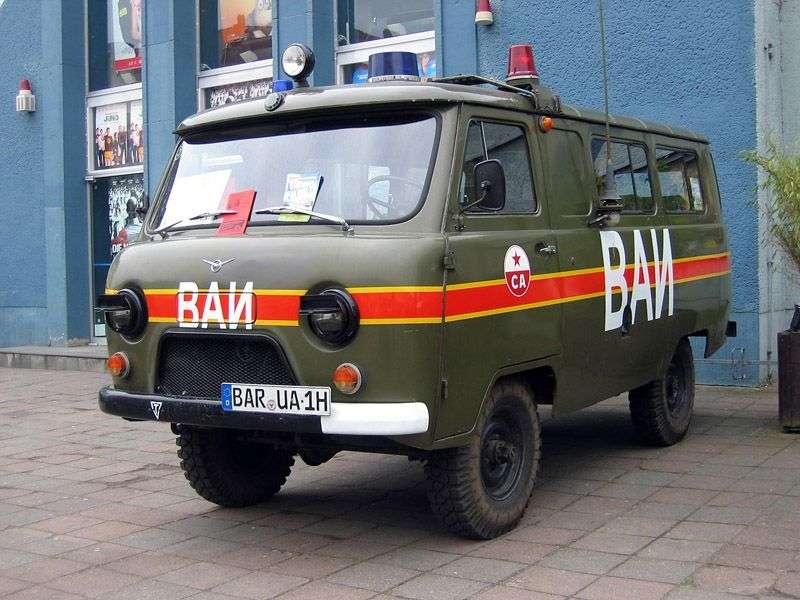UAZ 452 5 drzwiowy minibus 452A pierwszej generacji 2,4 mln ton (1965 1985)