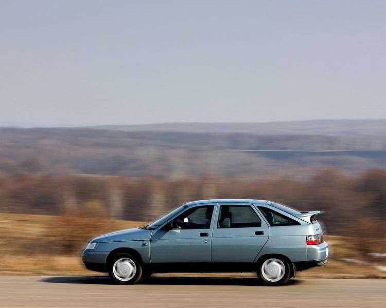 VAZ (Lada) 2112 5 drzwiowy hatchback pierwszej generacji. 1,5 MT (1997 2008)