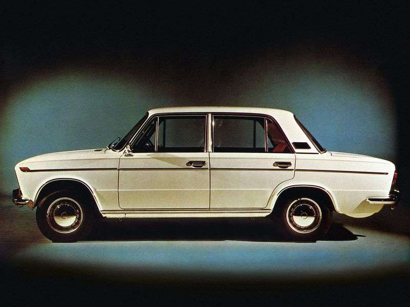 VAZ (Lada) 2103 1st generation 4 door sedan. 1.3 MT (1977–1983)