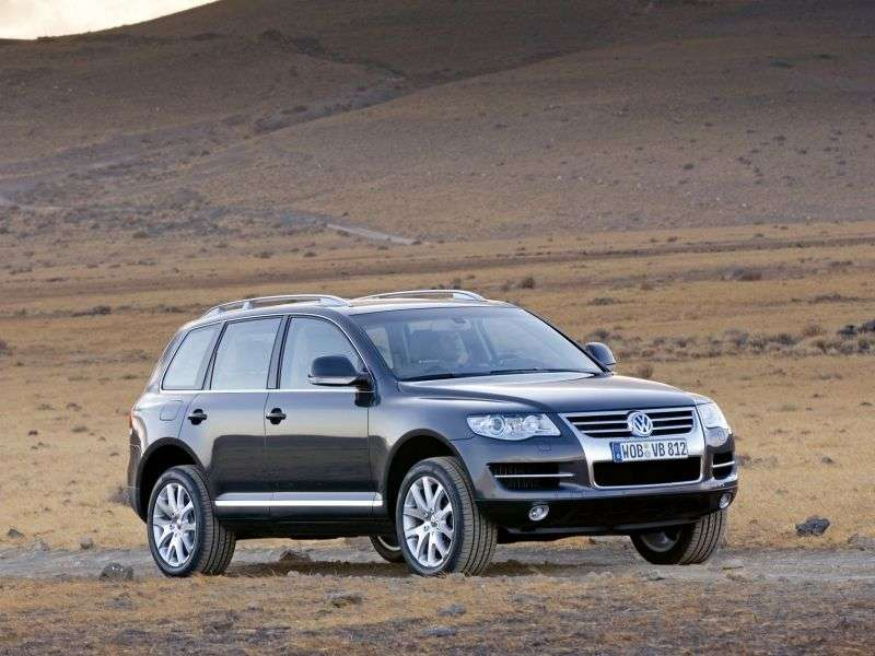 Volkswagen Touareg 1st generation [restyling] 3.0 TDI BlueMotion AT crossover (2009–2010)