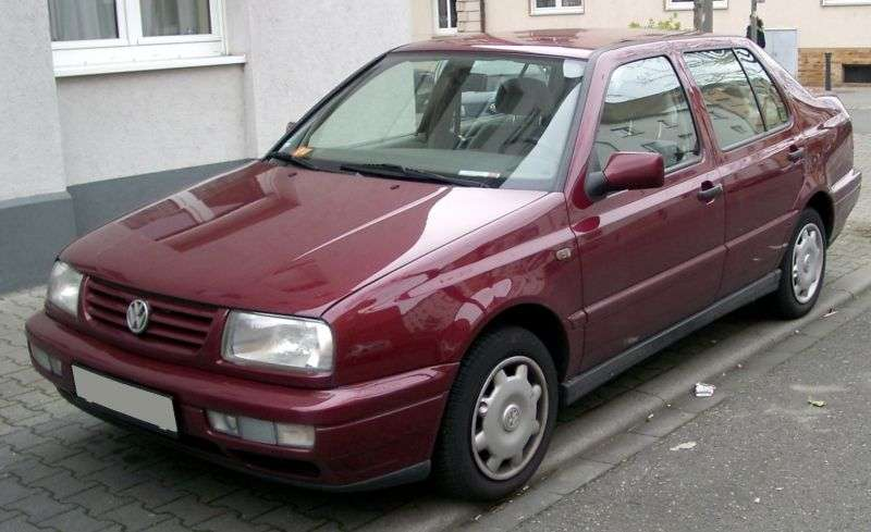 Volkswagen Vento 1st generation 2.0 MT sedan (1992–1998)