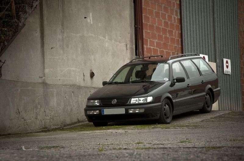 Volkswagen Passat B4universal 1.6 MT (1993–1997)