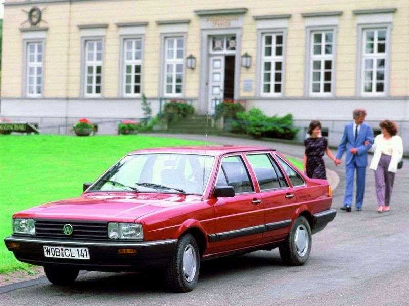 Volkswagen Passat B2 4sdan. 1.8 MT CIS (1986–1988)