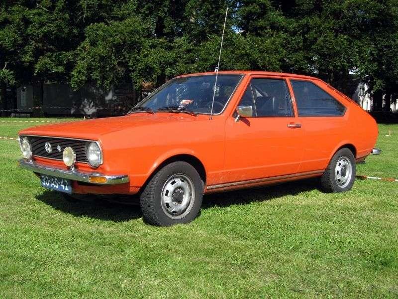 Volkswagen Passat B1hetchbek 3 dv. 1.5 MT (1973–1975)