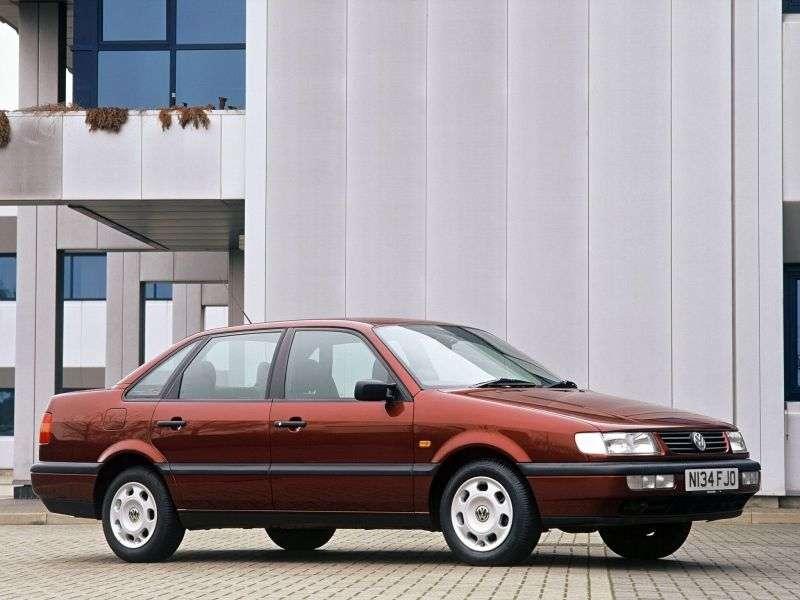 Volkswagen Passat B4 sedan 2.8 VR6 MT (1993–1997)