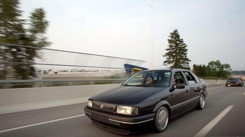 Volkswagen Passat B3sedan 1.6 MT (1988–1991)