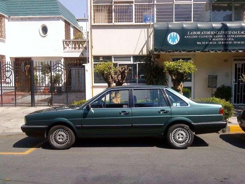 Volkswagen Passat B2 4sdan. 2.0 AT (1983 1988)