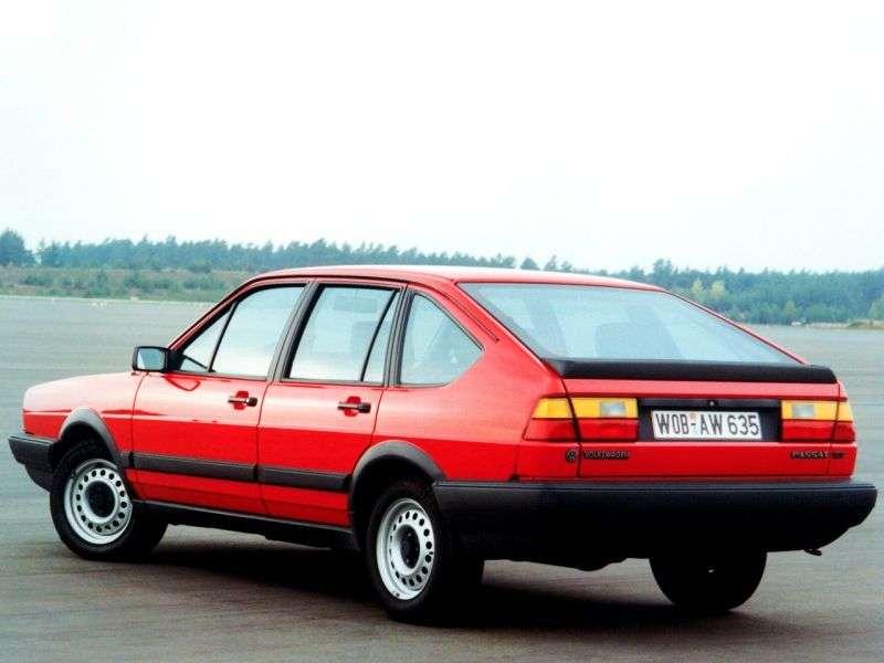 Volkswagen Passat B2hetchbek 5 dv. 2.0 AT (1981–1988)