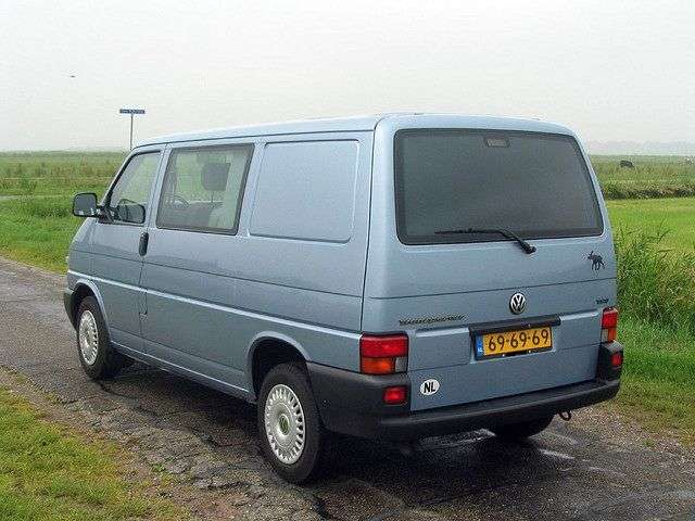 Volkswagen Transporter T4 van 2.4 D MT (1997–2003)