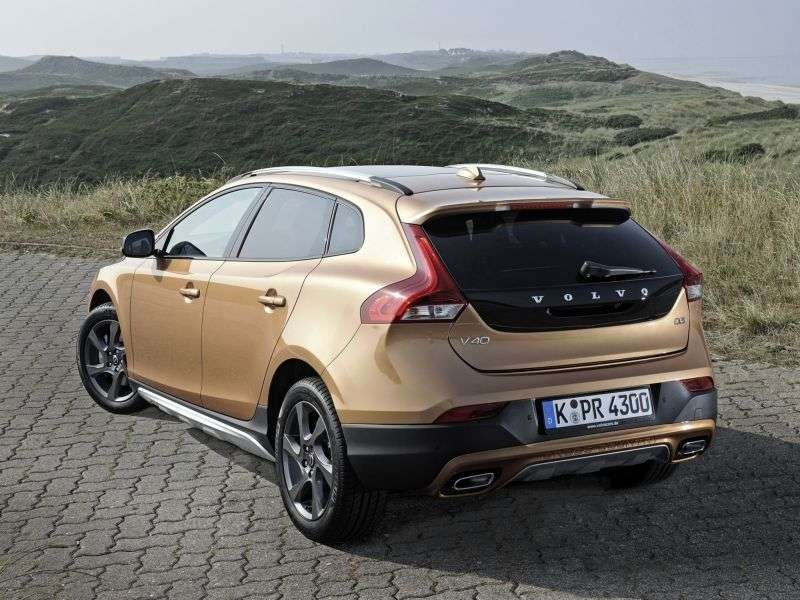 Volvo V40 2nd generation Cross Country 5 in hatchback. 2.0 T4 Geartronic Kinetic (2013) (2012 – current century)