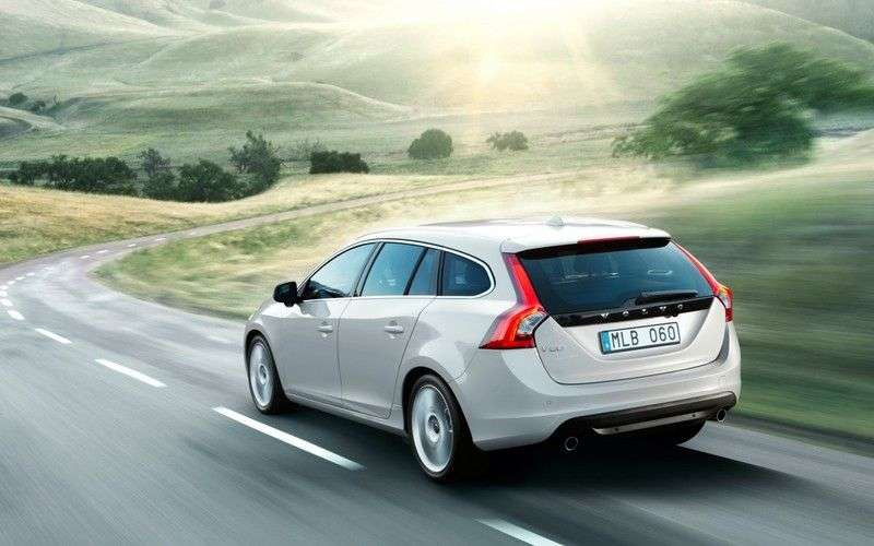 Volvo V60 1st generation wagon 2.0 T MT Turbo Base (2010–2012)