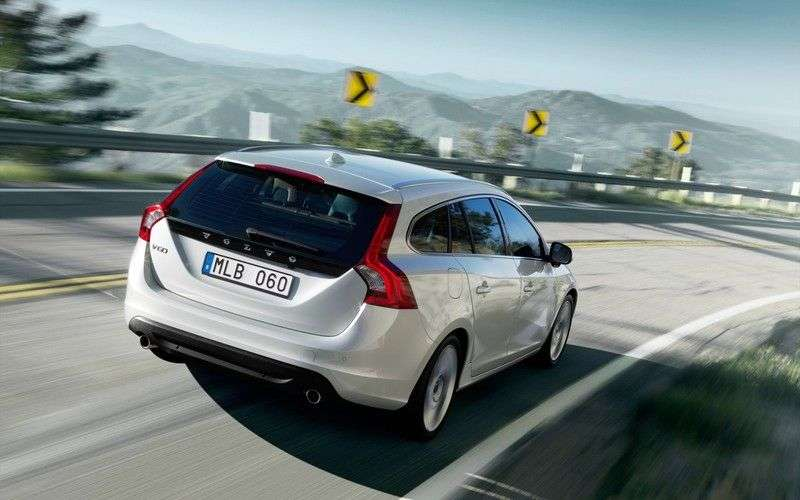 Volvo V60 1st generation wagon 2.0 T Powershift Kinetic (2010–2013)