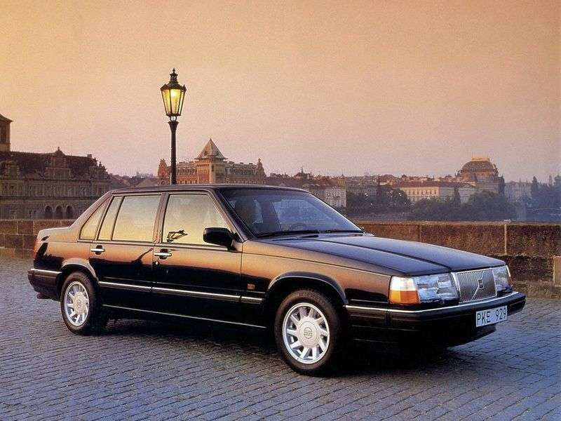 Volvo 940 1st generation 2.0 MT sedan (1990–1994)