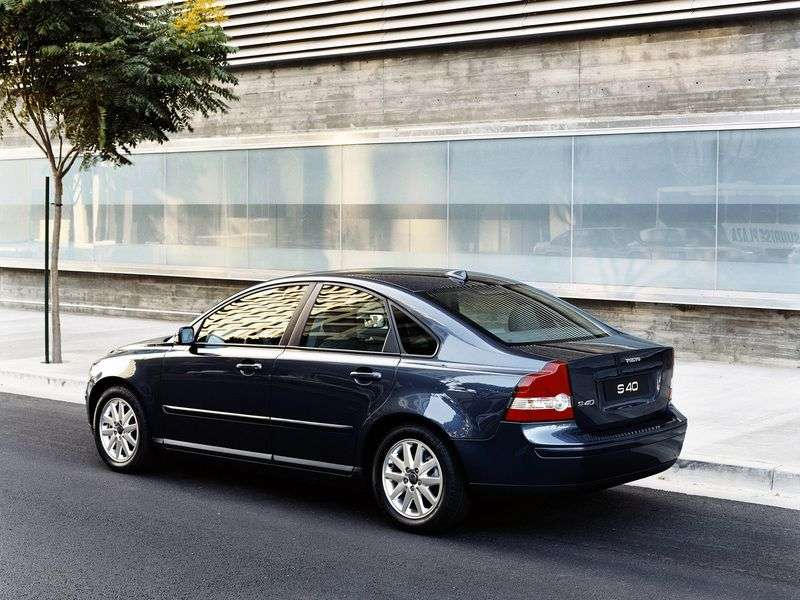 Volvo S40 2nd generation sedan 1.6 MT (2003–2007)