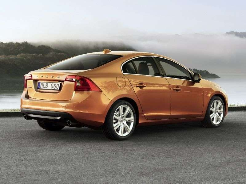 Volvo S60 2nd generation sedan 1.6 T3 MT Kinetic (2012) (2010–2013)