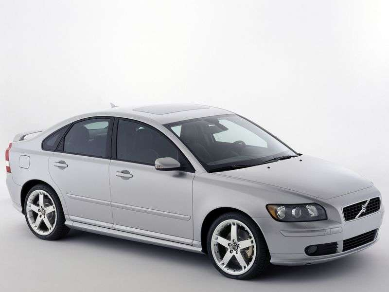 Volvo S40 2nd generation 2.0 MT sedan (2006–2007)