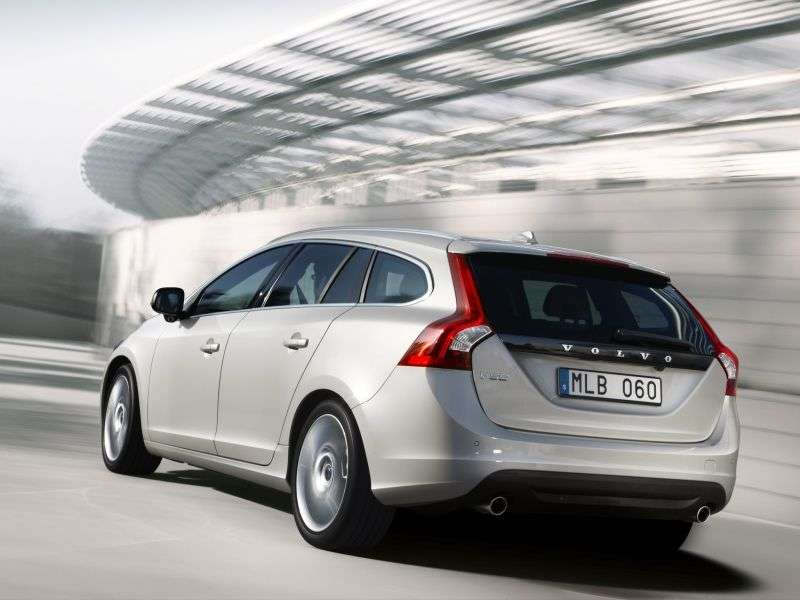 Volvo V60 1st generation wagon 2.0 T MT Turbo Base (2010–2013)