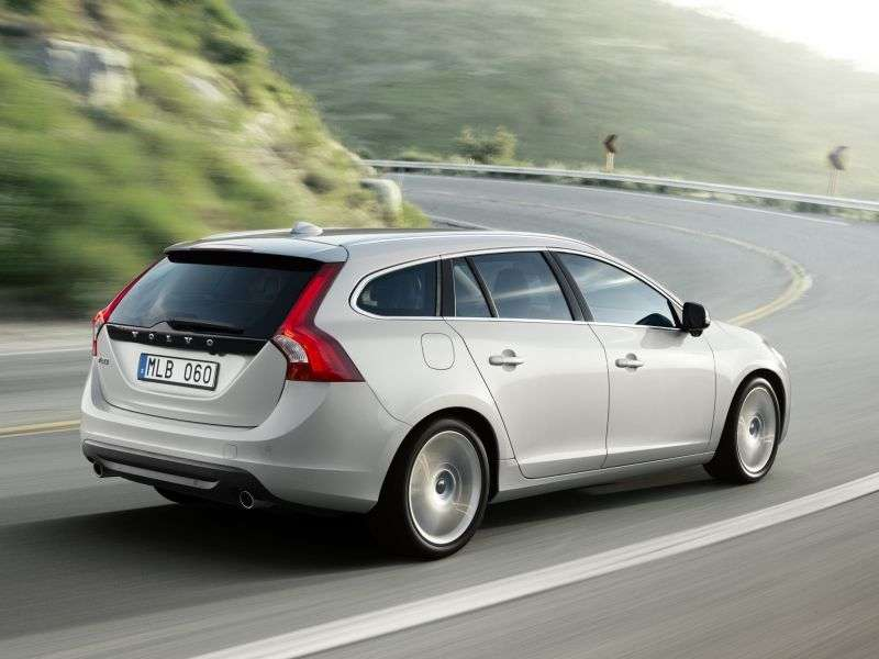 Volvo V60 1st generation wagon 2.0 T MT Turbo Momentum (2010–2012)